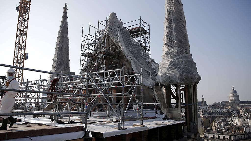Wiederaufbau von Pariser Kathedrale Notre-Dame kann beginnen