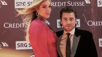 Die grosse Liebe: Mundartsänger Baschi (links) ist mit seiner Freundin Alana Netzer zusammengezogen. (Archivbild)