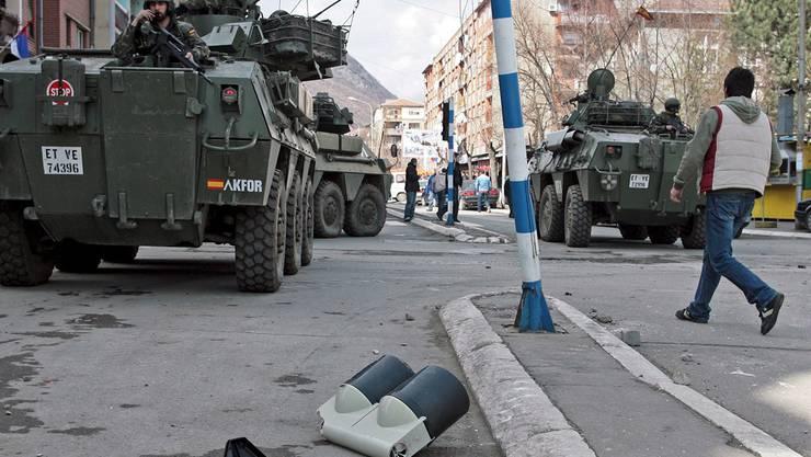 Sie sorgen nach der humanitären Intervention im Kosovo weiterhin für Sicherheit: Einheiten der Kfor.