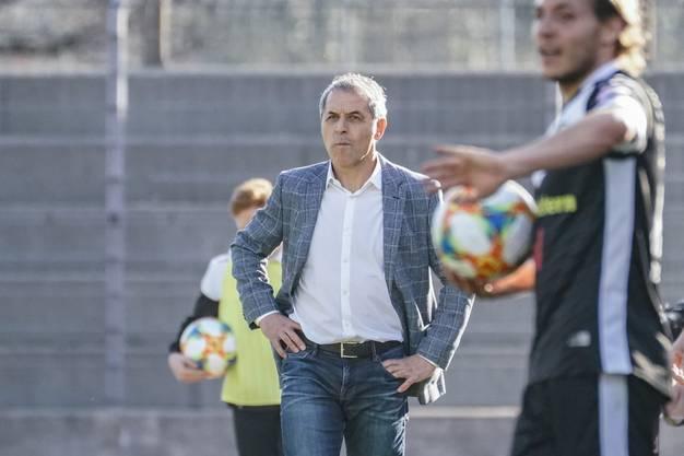 FCB-Trainer Marcel Koller beäugte das Spielgeschehen kritisch: Sein Team war mit zehn Schüssen offensiv nicht gefährlicher als der FC Lugano, der es auf elf Schüssen schaffte.