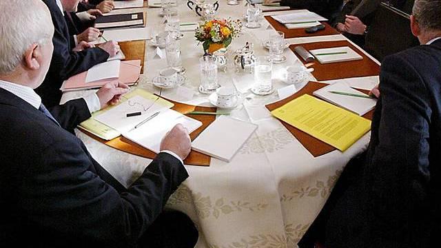 Die Bundesratsparteien an einem Tisch