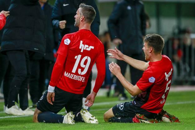 Der Torschütze zum 1:0 Stefan Maierhofer und Giuseppe Leo (Aarau) jubeln nach dem Tor.