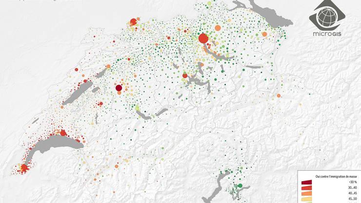 Rot steht für Zustimmung, Grün für Ablehnung. Je grösser die Punkte, desto mehr Menschen leben am entsprechenden Ort.