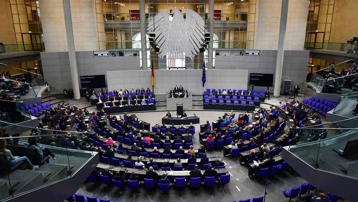 Eine Mehrheit der Abgeordneten sprach sich dafür aus, dass solche mehrere hundert Euro teuren Bluttests in den Leistungskatalog der Krankenkassen aufgenommen werden.