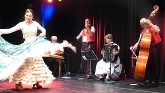 Bettina Castaño und die «Alder Buebe» vereinten in Laufenburg Volksmusik aus dem Appenzell und aus Andalusien. ari