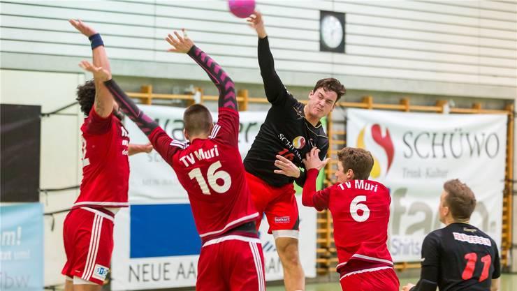 Handball Wohlen gewann zum Auftakt der 1.-Liga-Finalrunde gegen den TV Muri mit 23:16. Jetzt könnte Muri sie doch noch überholen. Archiv/Fabio Baranzini