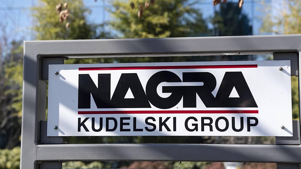Die Westschweizer IT-Sicherheitsgruppe Kudelski hat im ersten Halbjahr 2021 zwar den Umsatz erhöht, aber erneut rote Zahlen geschrieben.  Am Ausblick fürs Gesamtjahr hält Kudelski fest.(Archivbild)