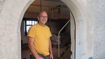 Lukas Huppenbauer hilft beim Rückbau im Wöschhuus.