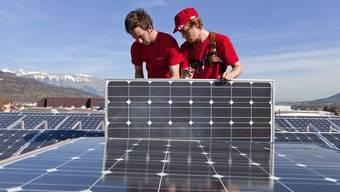 Das Geschäft harzt: Weniger Arbeit für Photovoltaik-Monteure.