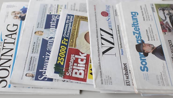 Vielfältiges Angebot am 8. November: Die Schweizer Sonntagszeitungen (Archiv)