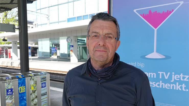 Martin Wernli (69) Ingenieur, Aarau: «Ich habe eben erst den SBB einen Brief geschrieben, in dem ich ihnen schrieb, dass ich jeweils extra auf den neuen Zug warte, wenn ich von Aarau nach Zürich fahre. Das Design und die Ausstattung gefallen mir gut. Klar, wackelt es im oberen Stock. Ich habe aber das Gefühl, gewisse Mängel wurden bereits verbessert.»