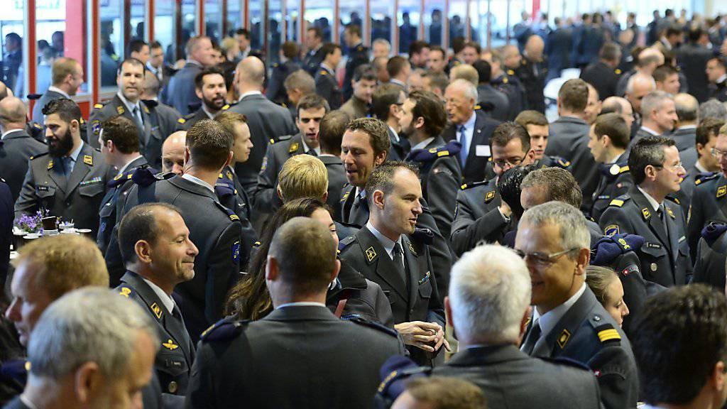 Nicht immer einig: Ein Teil der Offiziere fühlt sich von den bestehenden Offiziersvereinigungen nicht mehr gut vertreten. (Archiv)