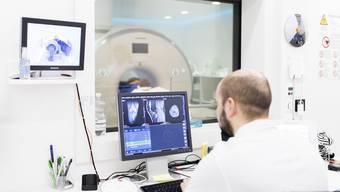 Sind mehr als drei Ärzte an einem IV-Gutachten beteiligt, muss aus Fairnessgründen der Zufall entscheiden, welche Firma das Gutachten schreibt.