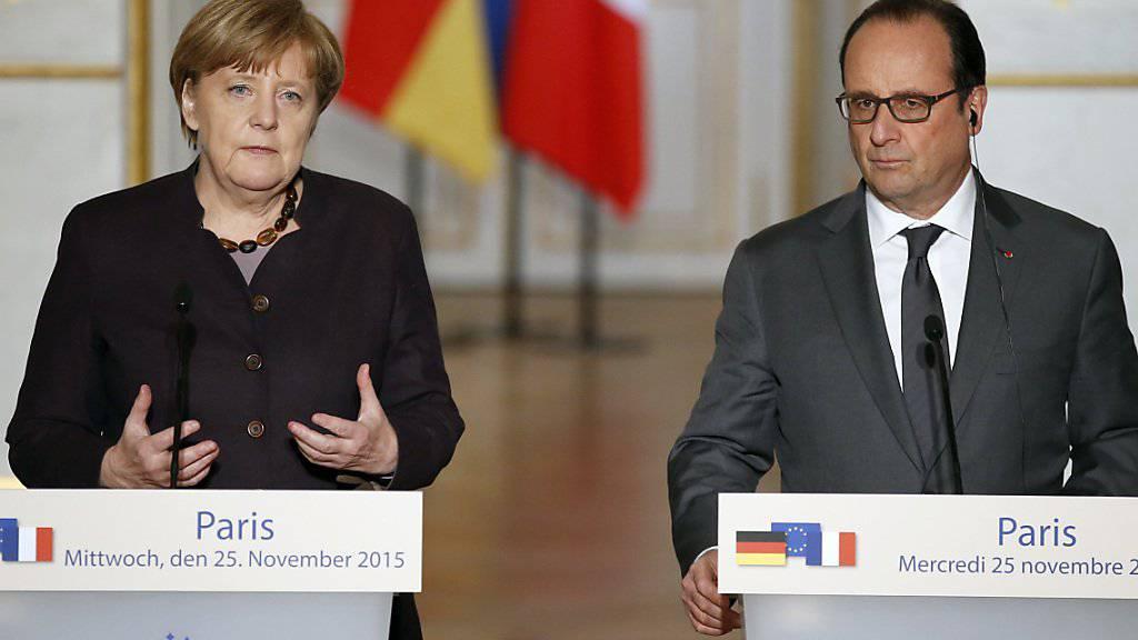 Präsident Hollande wünschte sich bei seinem Treffen mit Kanzlerin Merkel mehr deutsche Hilfe für den Kampf gegen den IS.