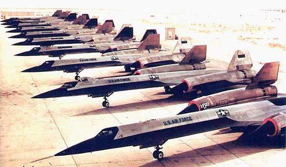 A-12 in Reih und Glied auf dem ausgetrockneten Salzsee.