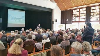 Im Anschluss an die Präsentation durften die Besucher Fragen stellen.