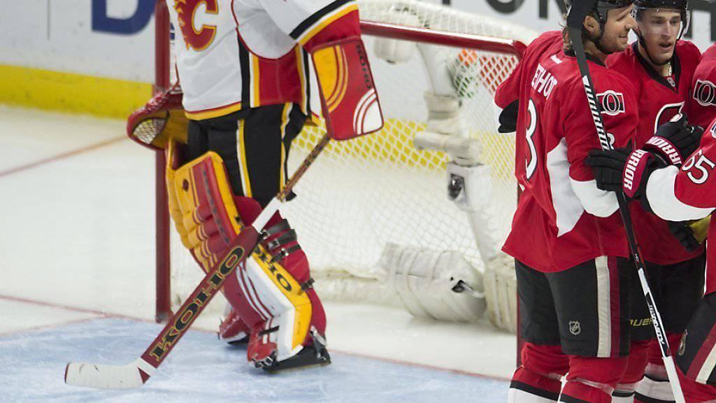 Wurde in Ottawa vier Mal bezwungen und dann verletzt ausgewechselt: Calgarys Schweizer Goalie Jonas Hiller