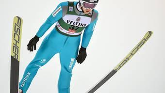 Tim Hug im Flug auf der Schanze von Kuusamo