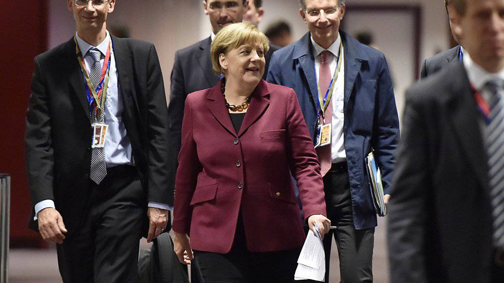 Die deutsche Kanzlerin Merkel und ihr Team nach dem EU-Gipfel: Noch ist unklar, wie viel Geld die EU der Türkei zu Betreuung syrischer Flüchtlinge zur Verfügung stellen wird.
