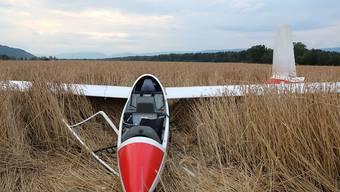 Totalschaden: Ein 77-jähriger Mann ist beim Landeanflug auf das Flugfeld Bellechasse FR in einem Feld gelandet.
