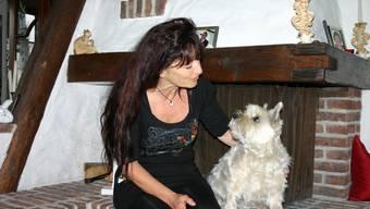 Marlene Spring hat nun mehr Zeit für ihren Hund Nigi.  Foto: Mbo