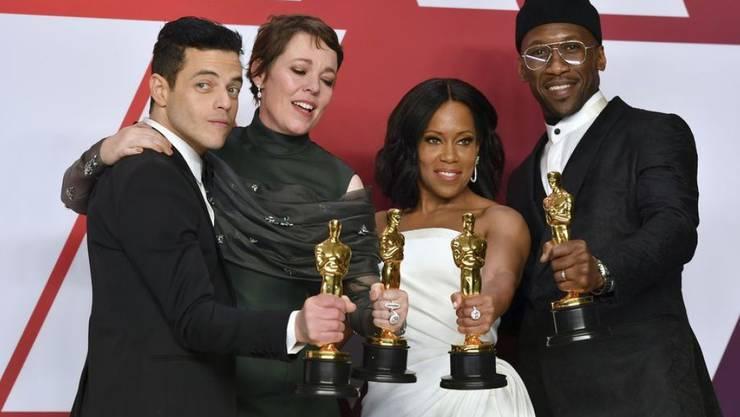 Olivia Colman (2.v.l.) möchte ihren am 24. Februar 2019 gewonnenen Oscar ins Bett nehmen.