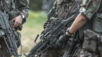 Die kantonalen Militärdirektoren wollen den Orientierungstag zur Armee für Frauen nicht für obligatorisch erklären. (Themenbild)