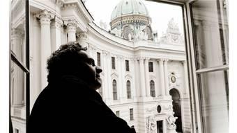 Andreas Haefliger, Bruder von Intendant Michael Haefliger, blickt auf seinen Wohnort Wien.Marco Borggreve