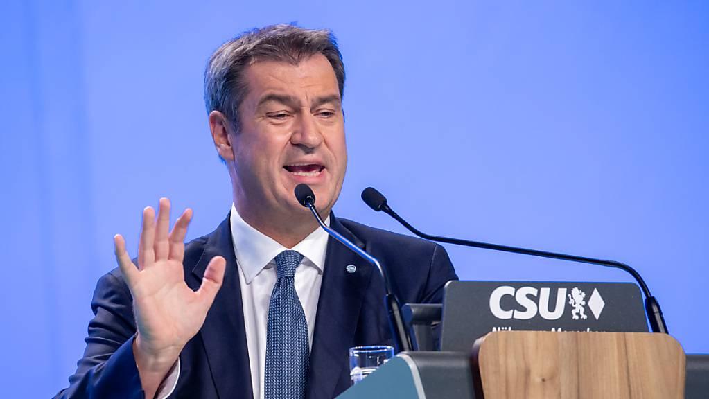 Markus Söder, CSU-Parteivorsitzender und Ministerpräsident von Bayern, spricht während dem Parteitag der Partei. Foto: Daniel Karmann/dpa