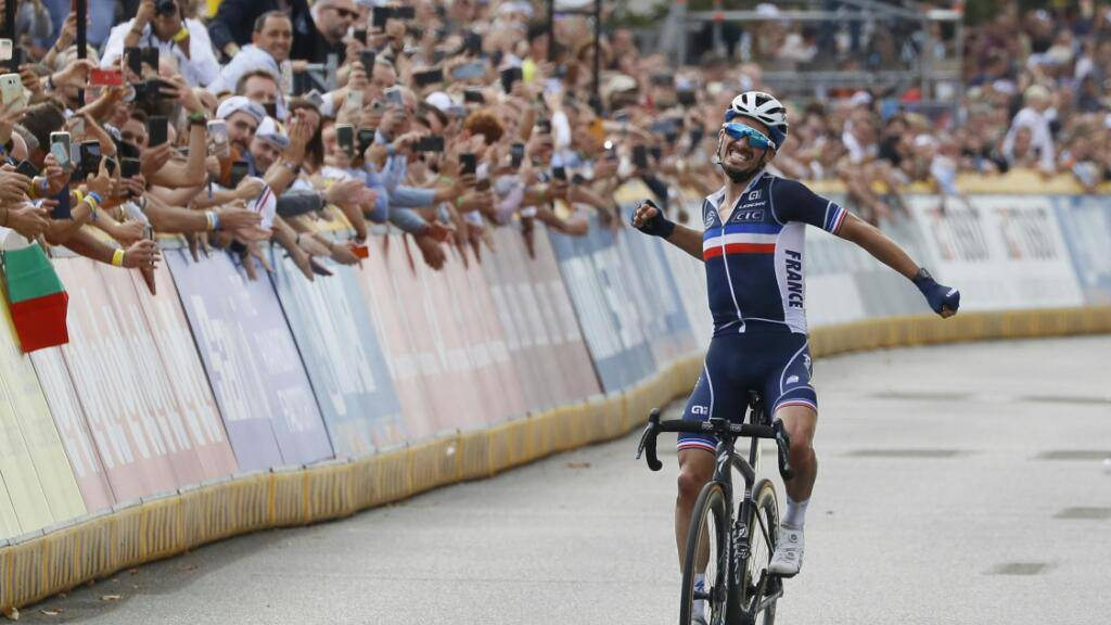 Der neue ist der alte Weltmeister: Titelverteidiger Julian Alaphilippe kostet auf den letzten Metern seinen Triumph aus