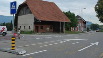 Geplante Tankstelle mit Shop: Der Einspurstreifen in den Zopfweg wäre die künftige Zufahrt zur geplanten Tankstelle. (Bild: Raphaela Gysi)