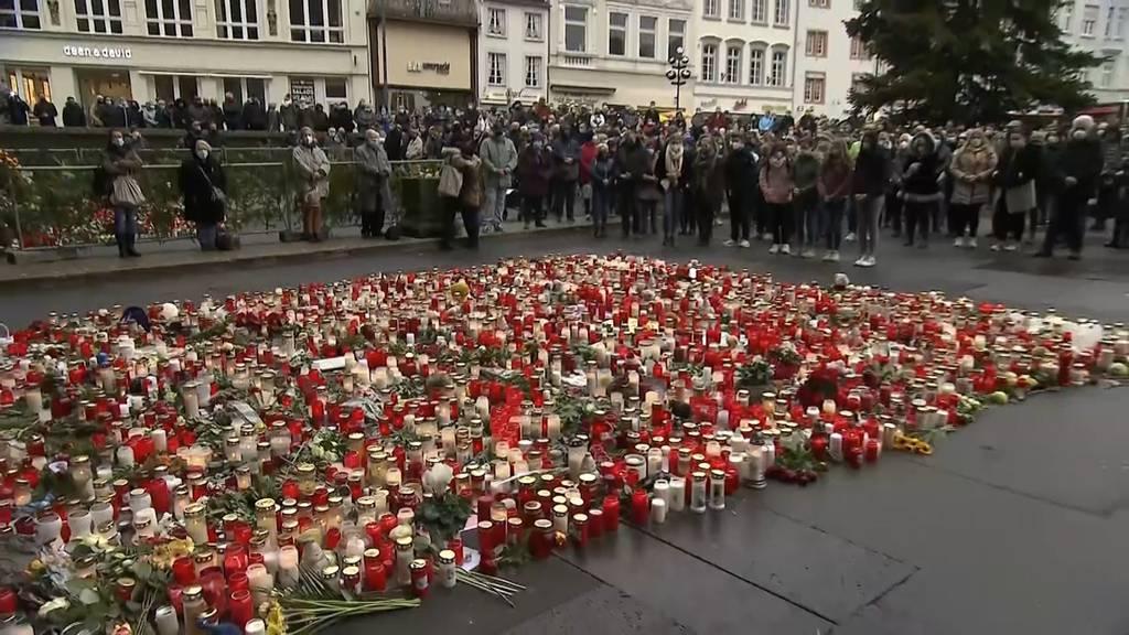 Schweigeminute für die Opfer von Trier (DE)