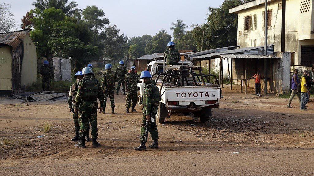 Wahlen unter erschwerten Bedingungen: UNO-Blauhelmsoldaten sichern Urnengang in der Zentralafrikanischen Republik ab. (Archiv)