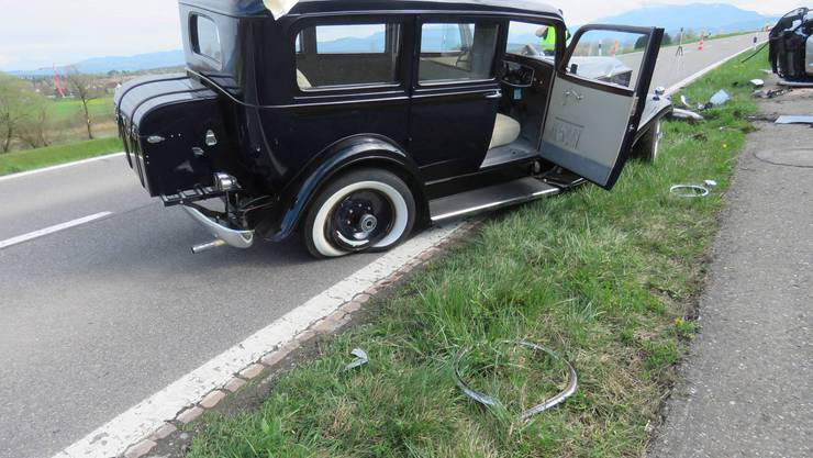 Am Mittwochnachmittag stiessen bei einem Unfall ein Oldtimerfahrzeug sowie ein entgegenkommendes Auto zusammen