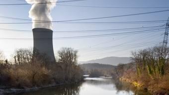 Das Atomkraftwerk Gösgen überstehe auch grosse Aarefluten, sagt ENSI (Archiv)