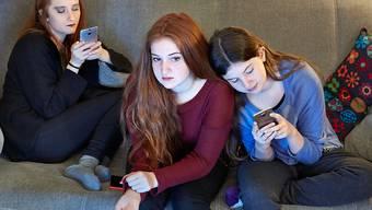 Trotz Smartphones bleibt der Fernseher das beliebteste Unterhaltungsgerät in Schweizer Haushalten. (Symbolbild)