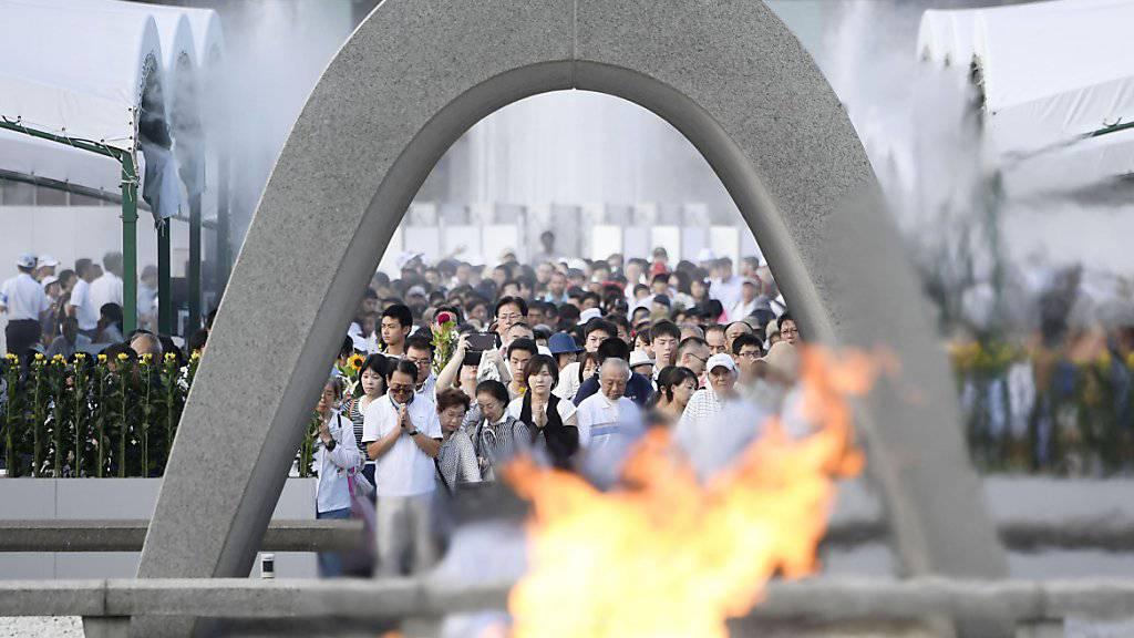 Tausende Menschen gedenken dem Atombombenabwurf auf Hiroshima vor 72 Jahren.