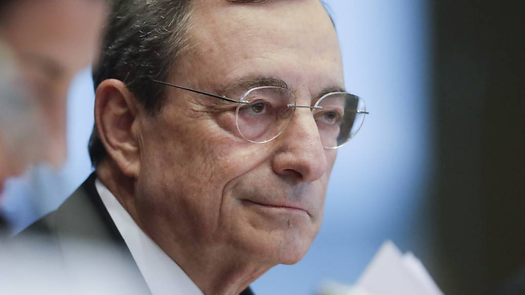 Die Europäische Zentralbank (EZB) bekräftigt zum Ende der Amtszeit von EZB-Präsident Mario Draghi die ultralockere Geldpolitik. (Archivbild)