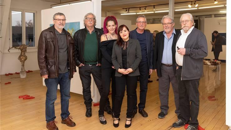 Bei der Vernissage der «Lenz Friends» mit den Kunstschaffenden Martin Heim, Edy A. Wyss, Sofie Schenker, Rebecca Aerni, Bruno Leuenberger, Fritz Brack und Christoph R. Aerni.