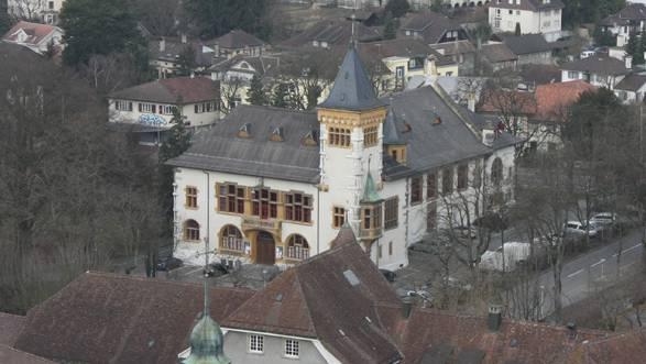 Die Gebäudehülle des Konzertsaals wird geprüft.