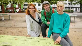Sie beraten in ihrem Büro im St. Johann, aber vor allem direkt auf der Strasse. Die drei Gassenarbeiter vom Verein «Schwarzer Peter»: Yvonne Bürgin, Tobias Hochstrasser und Julia Schuler (von links nach rechts).
