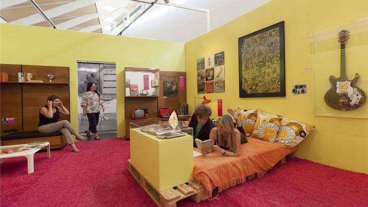 Im «Flower Power»-Zimmer erhalten Besucher Einblick ins Leben der Hippies.