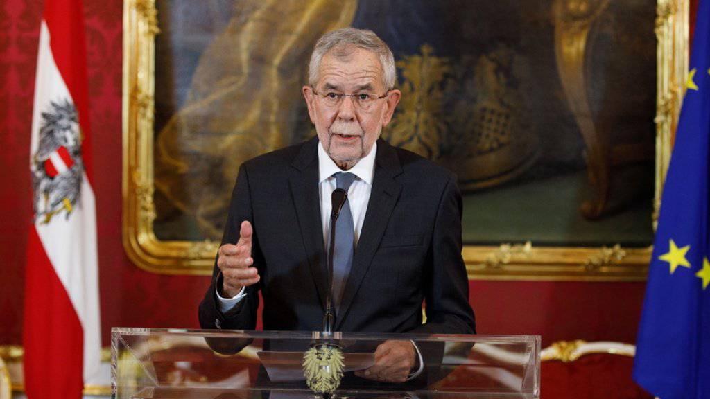 Der österreichische Bundespräsident Alexander Van der Bellen nahm den Vorschlag vorgezogener Wahlen an: Nur so könne es den nötigen «Neuaufbau des Vertrauens» im Land geben.