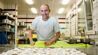 «Hier kann ich kreativ sein und mit den Händen arbeiten. Ich könnte nie in einem Büro sitzen», sagt Bäcker-Konditor Marcel Keller.