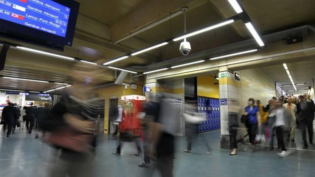 Bahnhof Genf: Viele Reisende verheissen ein erfolgreiches Sammeln von Unterschriften