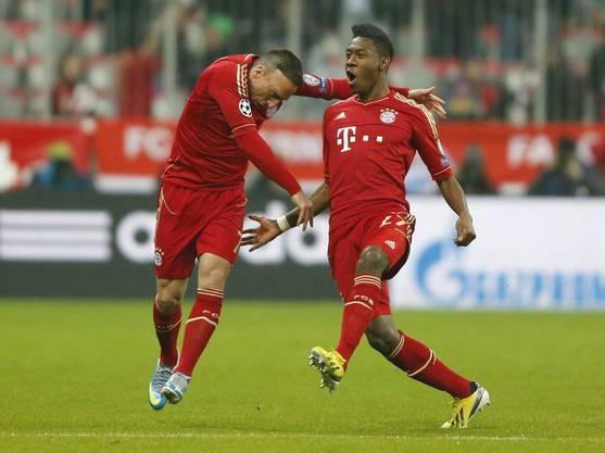 David Alaba feiert das 1:0 für Bayern mit Teamkollege Franck Ribery.