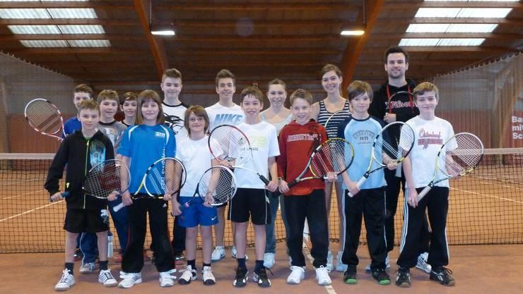 Haben Spass: Andreas Schmid (rechts) mit einigen der TCF-Junioren