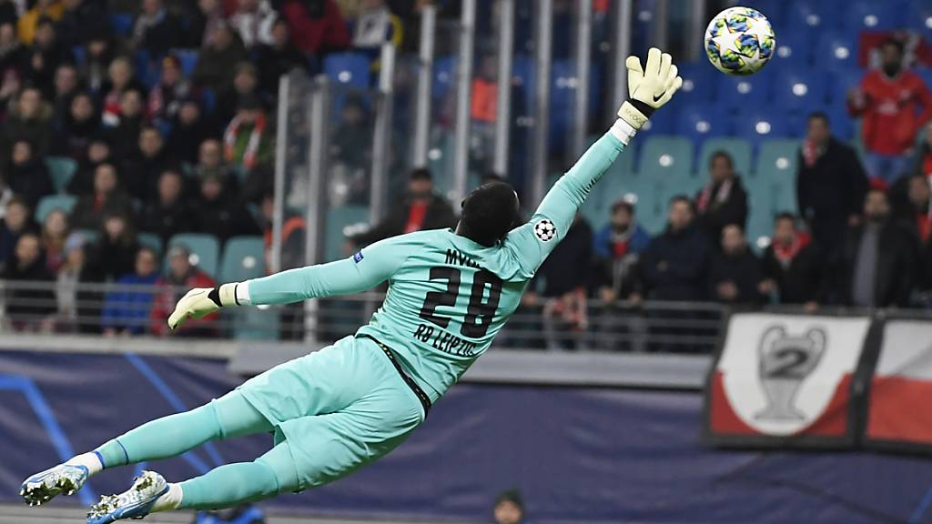 Blieb am Mittwochabend nach seiner Einwechslung in Lissabon ohne Gegentor: Goalie Yvon Mvogo
