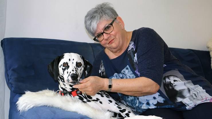 Für vier Wochen im Jahr ist Helene Müller Gastmutter für Josephine. Immer dabei: Dalmatinerhünding Cora.