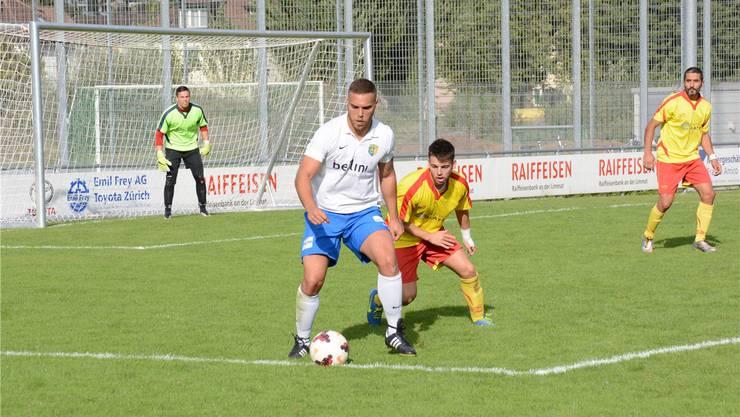 Emanuele Preite (links) behauptet hier den Ball zwar gegen Vukasin Filipovic, kommt aber kaum zu Torchancen.